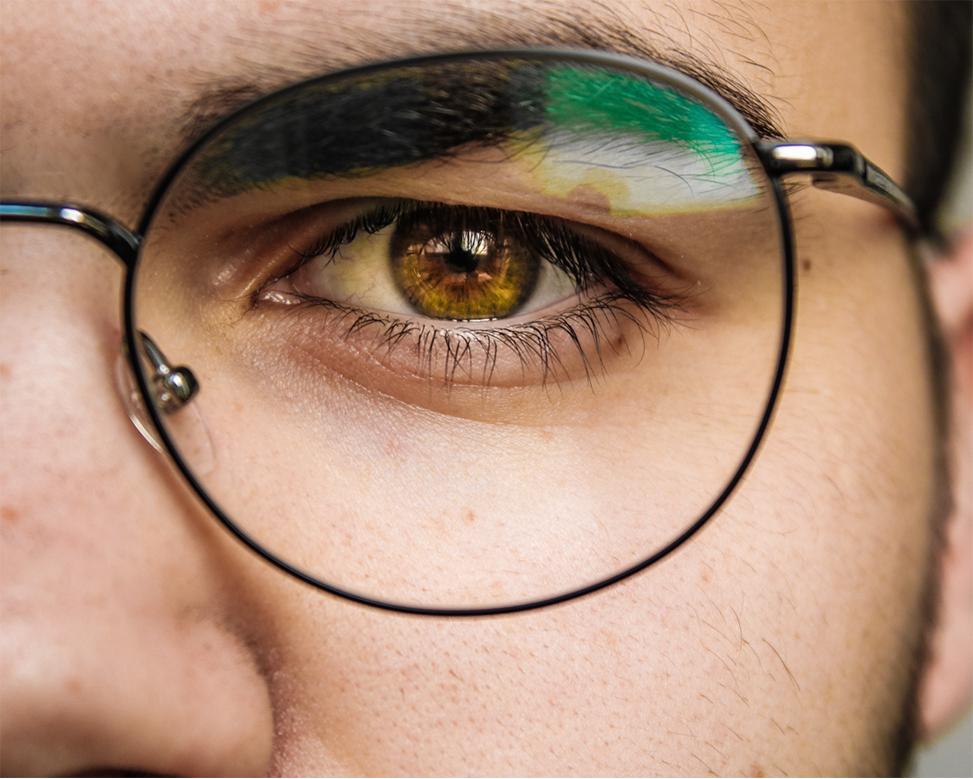 Ragazzo con Occhiale da Vista e Lenti Antiriflesso